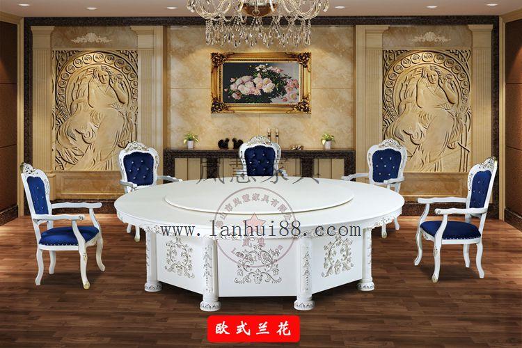 白色圆形旋转雕花餐桌贴金