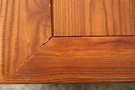 木制餐桌如何才能做到防晒防爆裂