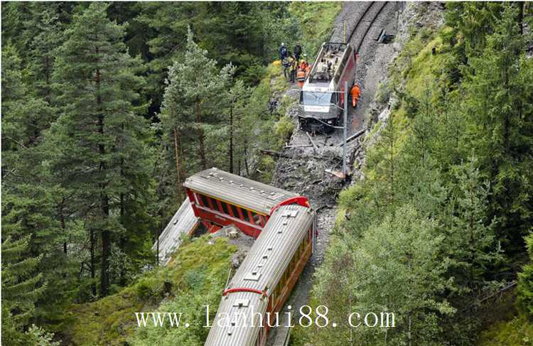 火车坠崖 3