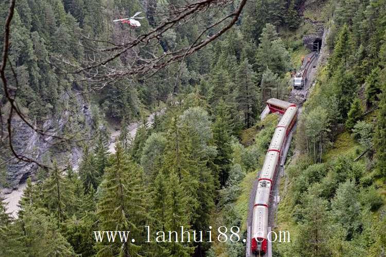 火车坠崖 4